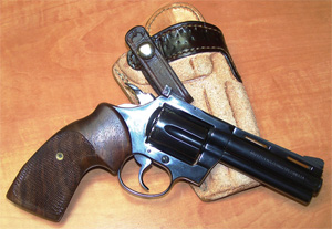Author's vintage Colt Diamondback is shown with a pair of Herrett stocks with wraparound checkering for a firm hold.